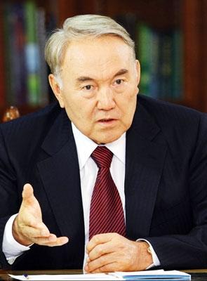 Назарбаев и закон об электронных деньгах